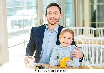 jelentékeny, young atya, maradék, és, having kávécserje, noha, daughter.