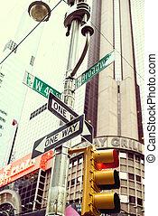 jellegzetes, manhattan, utca szemafor, noha, skyscraber, képben látható, a, háttér