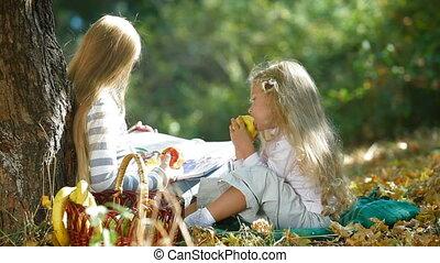 jesień, dziewczyny, mały, park, dwa