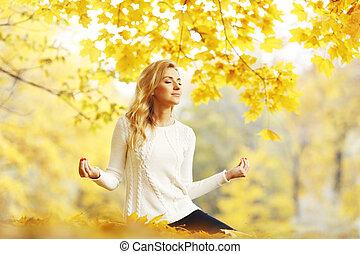 jesień, medytacja, kobieta, park