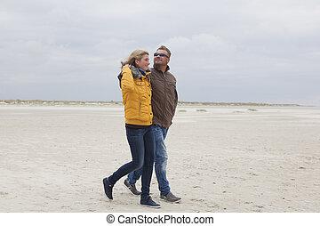 jesień, para, plaża, piaszczysty, idzie