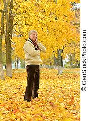 jesień, park, człowiek