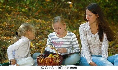jesień, park, piknik, rodzina