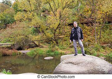 jesień, rzeka, las, człowiek