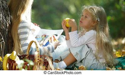 jesień, spoczynek, park, dzieci