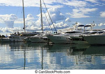 jetée, luxe, yachts, amarré