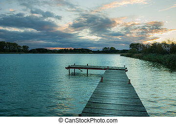 jetée, vue, après, lac, coucher soleil