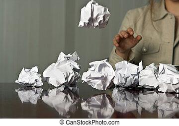 jetant boules papier
