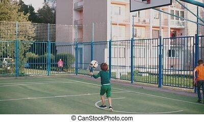 jeter, deux, boule basket-ball, garçons, panier