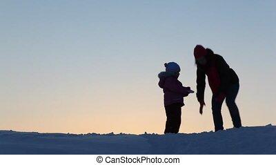 jeter, enfant, silhouette, neige, mère