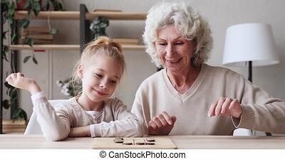 jeu de dames, générations, jouer, famille, âge, table, deux...