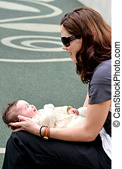 jeu, elle, jeune, mère, bébé bébé