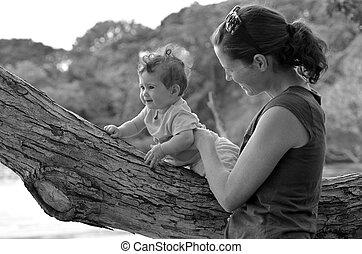 jeu, extérieur, elle, jeune, mère, bébé