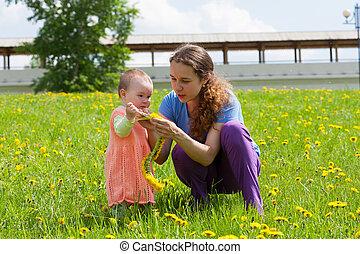 jeu, fille, jeune, clairière, maman, pissenlits, petit