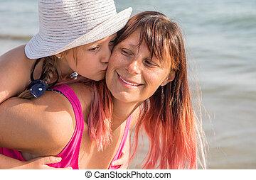 jeu, plage., fille, elle, famille, rivage, mère, heureux