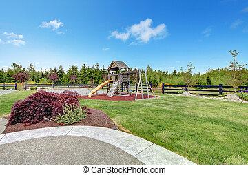 jeu, yard, dos, grand, maison luxe, kids., terrestre