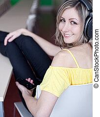 jeune, écoute, musique, femme, beau