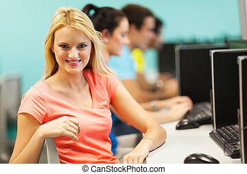 jeune, étudiant université, séance, dans, salle ordinateurs