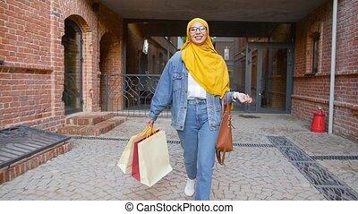 jeune, achats, après, femme, sacs, tenue, joli, musulman