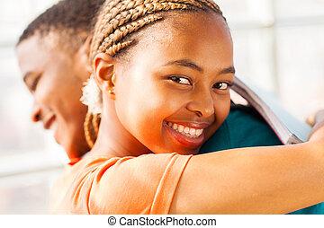 jeune, africaine, étreindre, petit ami