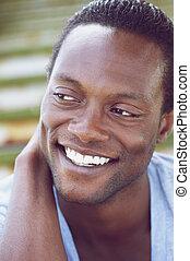 jeune, américain, africaine, homme souriant, beau
