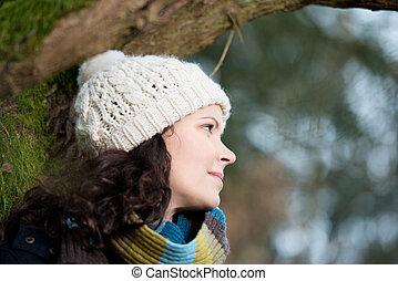 jeune, apprécier, femme, hiver, dehors