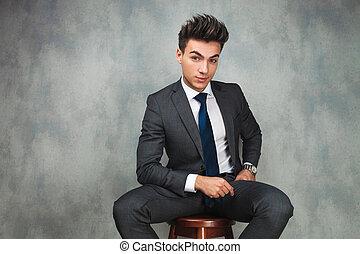 jeune, assis, séduisant, homme affaires