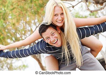 jeune, avoir, couple, amusement