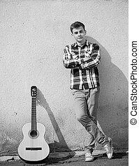 jeune, beau, homme, et, guitare