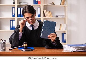 jeune, beau, juge, fonctionnement, dans, tribunal