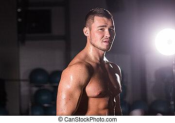 jeune, beau, musculaire, homme, culturiste, poser