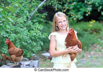 jeune, blond, girl, dans jardin, à, elle, poulets