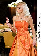 jeune, blonds, femmes, dans, casino, à, jouer cartes