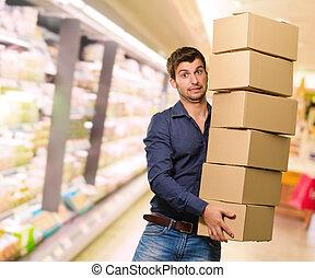 jeune, boîtes, tenue, carton, pile, homme