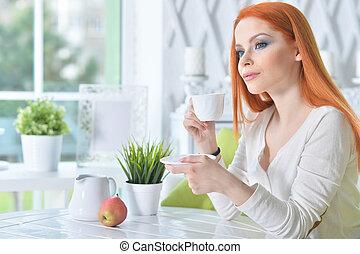 jeune, café, femme, maison, boire, beau