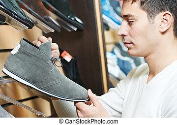 jeune, chaussure, choisir, homme, magasin, vêtements