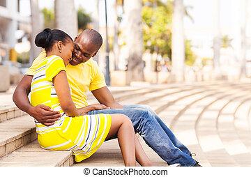 jeune couple, dater, dans ville