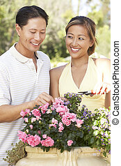 jeune couple, fonctionnement, dans, jardin