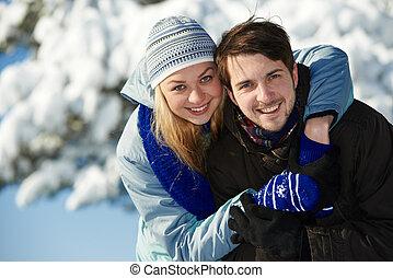 jeune couple, heureux, hiver, gens