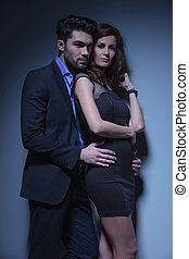 jeune couple, poser, dans, studio
