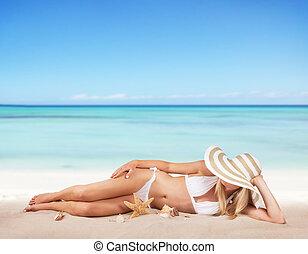 jeune, délassant, plage, femme