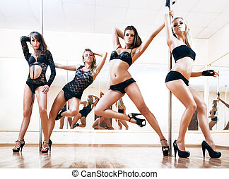 jeune, danse, quatre femmes, poteau, sexy