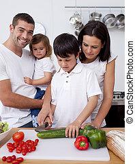 jeune famille, cuisine, ensemble