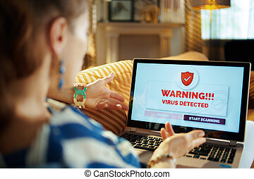 jeune, femme foyer, virus, informatique, furieux, avoir