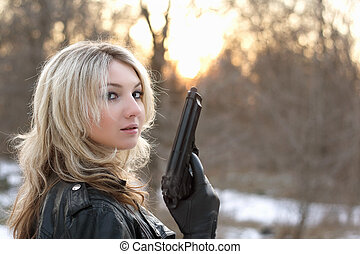 jeune femme, provocateur, fusil