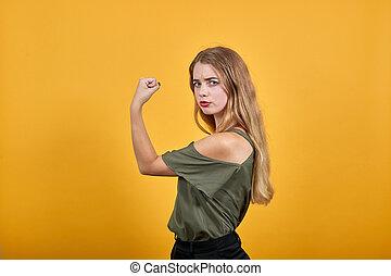 jeune femme, séduisant, haut, garder, caucasien, oui, poing, geste