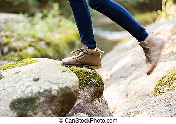 jeune femme, s'élever montagne