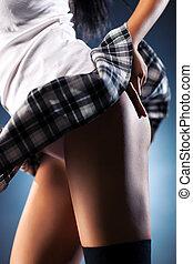 jeune femme, sexy, dos, à, battement des gouvernes, jupe