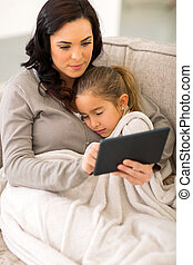 jeune femme, utilisation, tablette, informatique