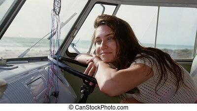 jeune femme, volant, penchant, 4k